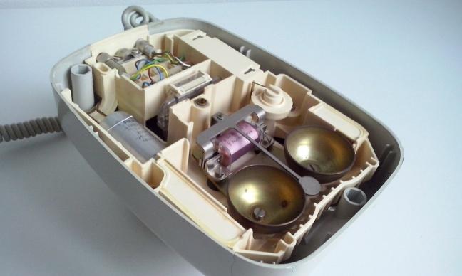 Het binnenwerk van de 282 met kunststof chassis