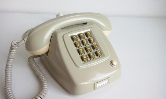 Een standaard druktoetstelefoon