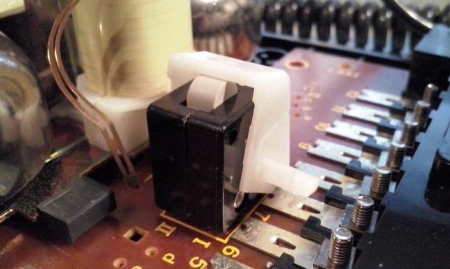 Microschakelaar als haakcontact