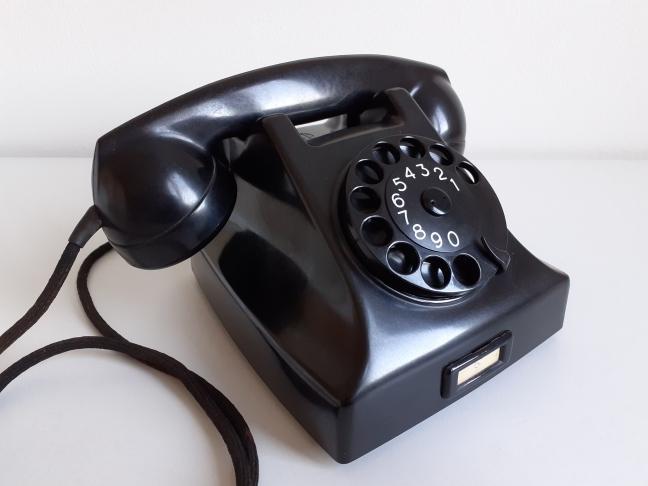 Ericsson type 1951 tafeltoestel bakeliet telefoon